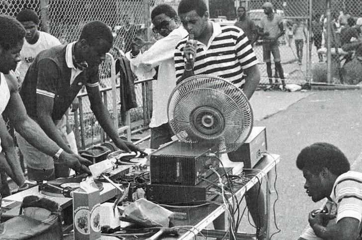 hip-hop-2-728x483